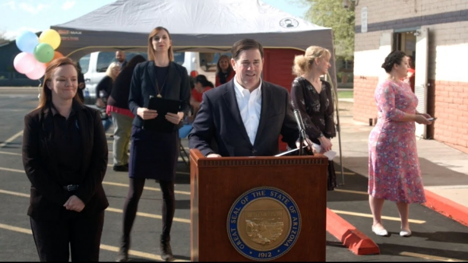 Governor Ducey, Superintendent Hoffman Pass Out Meals, Provide COVID-19 Update